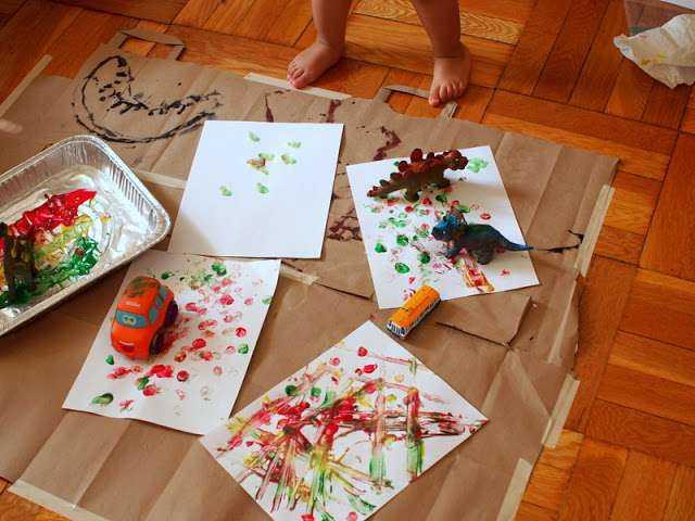 3 Yaş Çocukları için Oyuncaklarla  Baskı Boyama Çalışması